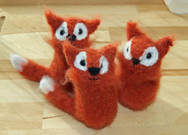 Such cute little tubby foxes!