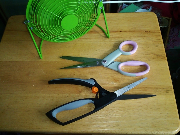 My old X-Cut scissors at the top, and my sexy new Fiskars spring-loaded ones at the bottom