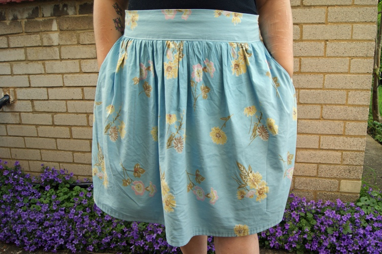 I managed to keep the original pockets. I love skirts with pockets!