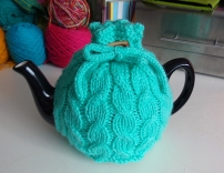 Cabled tea cosy