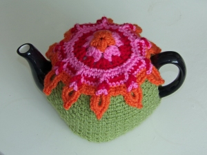 Sunburst tea cosy - hot colours