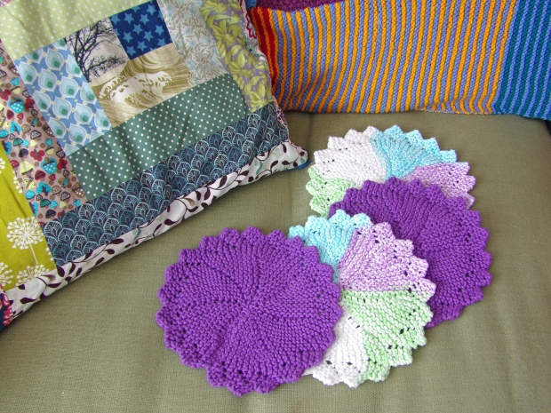 Knitted wash cloths